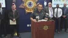 Los detalles del arresto de un hombre y la madre de los tres niños abandonados junto al cadáver de su hermano
