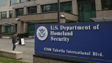 Servicio de inmigración no aplicará la regla de carga pública a quienes han recibido ayuda federal por la pandemia