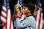 Entre lágrimas, Naomi Osaka se paseó con su trofeo de campeona del US Open 2018