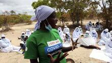 """""""La vacuna no es satánica"""": Así es como iglesias, autoridades y UNICEF luchan contra las noticias falsas sobre covid-19 en Zimbabwe"""