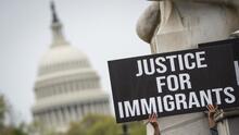 Más de 700 líderes electos piden a Biden y al Congreso la ciudadanía para indocumentados