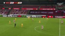 ¡GOL!  anota para Dinamarca. Marcus Ingvartsen