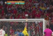 ¡Pasa a nada! Sergio Busquets la manda por arriba ante Italia