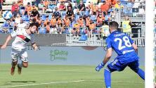 Johan Vásquez ve desde la banca la remontada del Genoa sobre el Cagliari