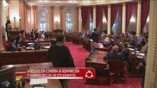 Senado de California pide resolución en caso Ayotzinapa