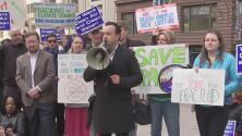Ambientalistas y activistas en Chicago alzan su voz contra el nominado de Trump para liderar EPA
