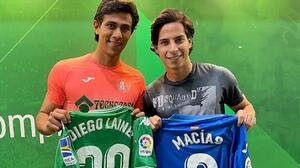 Diego Lainez es convocado por el Betis; presume foto con JJ Macías