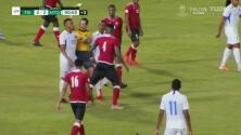Tarjeta amarilla. El árbitro amonesta a Stephane Abaul de Martinique