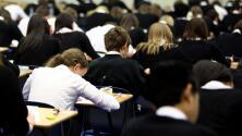 Estudiantes de preparatoria en California deberán hacer un curso de estudios étnicos para graduarse: esto debes saber
