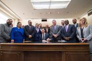 El gobernador de California, Gavin Newsom, firmó este 2 de octubre la Ley AB 1505 que revisa el modelo de las escuelas charter.