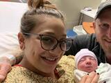Una mujer da a luz justo cuando Alex Bregman conectaba el Grand Slam en el cuarto juego