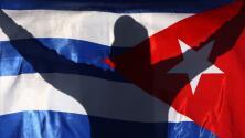 Exiliados protestan contra el régimen durante debut de Cuba en el Preolímpico de béisbol en West Palm Beach