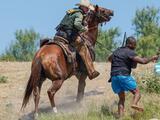 Ellos son los jinetes de la Patrulla Fronteriza encargados de detener el cruce de indocumentados desde sus caballos