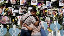 Familias de los desaparecidos tras colapso en Surfside regresan a la zona cero: 64 cuerpos han sido recuperados