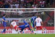 Szymanski y Polonia le arrebatan el triunfo a Inglaterra sobre el tiempo