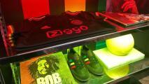 Edson Álvarez y el Ajax homenajean a Bob Marley