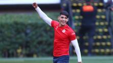 Alan Pulido no se va; renovó dos años con Chivas