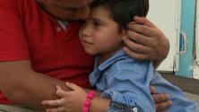 En un minuto: Liberarán a padres separados de sus hijos pero con grilletes electrónicos