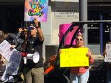 Protestan en Fresno contra obligación a estudiantes de tener vacuna contra covid-19