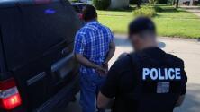 Las imágenes de la redada de ICE que dejó 130 trabajadores y 14 propietarios de negocios arrestados