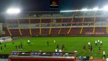 Técnico de Panamá inconforme con el campo de juego de su estadio