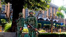 Colocaron un explosivo falso y tomaron 8 rehenes: asaltantes fallan en su intento por robar un banco en México