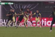 ¡LAFC pedía penalti sobre Atuesta! Richard Sánchez lo toca en el área