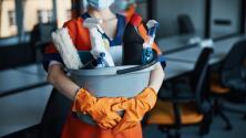 """""""Todo el día limpiando casas por 10 dólares"""": cómo reportar si eres víctima de robo de salarios"""