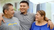 """""""No me lo podía creer"""": joven del sur de Los Ángeles recibe beca completa para estudiar medicina"""
