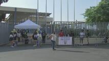 Clínicas móviles de vacunación contra el coronavirus harán un recorrido por las escuelas públicas de Los Ángeles