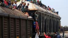 Arrestan en México a unos 100 migrantes que se transportaban en el tren 'La Bestia'