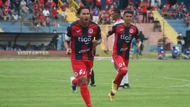 'Gullit' Peña cumple su promesa y queda campeón con el FAS
