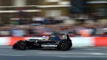 'Checo' Pérez le cedió el volante a Mika Häkkinen y se fueron a pasear por Londres