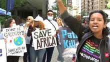 """""""Liberen las vacunas"""": manifestantes piden ante Asamblea General de la ONU cooperación contra el coronavirus"""