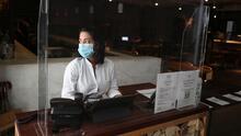 Incertidumbre diaria: ¿cómo afecta a los empleados de restaurantes el uso obligatorio de tapabocas en sitios cerrados?