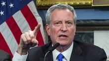 El alcalde Bill de Blasio anuncia mandato de vacunas para todos los trabajadores municipales de NYC