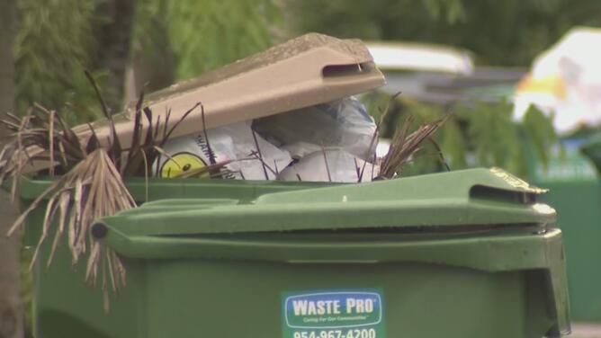 Habitantes en Sweetwater denuncian que hace semanas no recogen la basura en varias cuadras de la ciudad