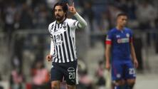 Rodolfo Pizarro levanta la mano para que el 'Tata' Martino lo llame a la selección