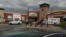 Pistolero hiere a tres hombres y una mujer dentro de un centro comercial en Lancaster