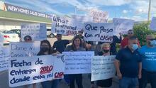 Familias denuncian que pagaron miles de dólares pero no les entregan las casas que compraron en pre-construcción