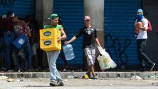 Nicolás Maduro canta mientras se producen saqueos a más de 100 negocios en el interior del país