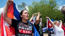 """""""Estamos cansados del comunismo"""": cientos de cubanos protestan frente a la Casa Blanca para pedir la libertad de la isla"""