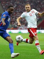 Polonia logra empatar ante Inglaterra de último minuto 1-1 el encuentro de eliminatoria rumbo al Mundial de Catar 2022. Harry Kane abrió el marcador al minuto 72' y ya, al filo del partido, Damian Szymánski logró sumar puntos para la escuadra polaca.