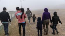 """""""Es más humano"""": experto sobre orden para que agencias migratorias dejen de usar palabras ofensivas contra inmigrantes"""