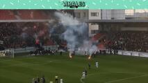 Parece película: Lluvia de bengalas en pelea de ultras en Eslovaquia