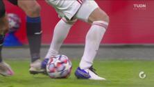¡Túnel de Pessina, pero Lisandro Martínez evita el gol del Atalanta!