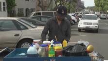 Investigan por qué dos vendedores ambulantes que denunciaron una agresión en Long Beach acabaron con una multa