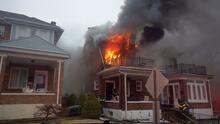 Demanda afirma que una operadora del 911 colgó una llamada en español reportando un incendio donde murieron dos latinos