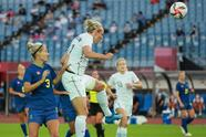 Suecia imparable consigue su tercera victoria ante Nueva Zelanda con marcador de 2-0 y reafirma su calificación como primer lugar del grupo G. En Cuartos de Final, Suecia se medirá ante el equipo local y las 'kiwis' lo harán ante Gran Bretaña.