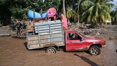 Iota ya es huracán y amenaza con agravar los estragos que causó Eta en Centroamérica